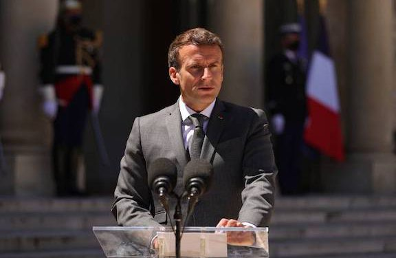 Macron Again Calls on Baku to Pull Out of Armenia