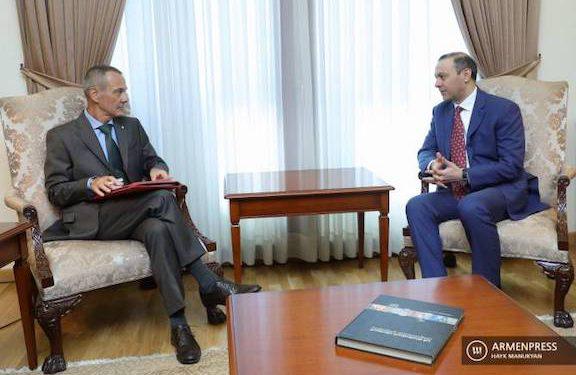 Yerevan Raises Illegal Prosecution of Armenian POWs with ICRC Reps.