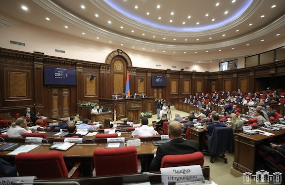 Parliament Approves Flawed Government Plan with Only Ruling Party Votes