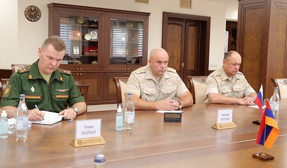 Armenia's Defense Minister Welcomes New Commander of Russian Peacekeepers